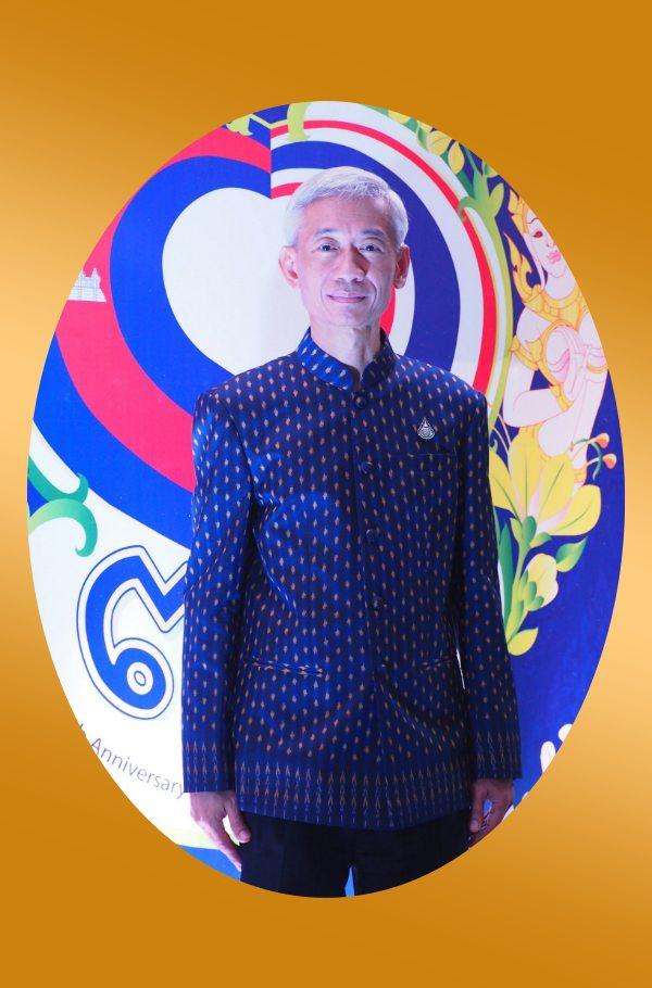 นายปัญญรักษ์ พูลทรัพย์ สิงห์แดงรุ่น 33 เอกอัครราชทูต ณ กรุงพนมเปญ ราชอาณาจักรกัมพูชา